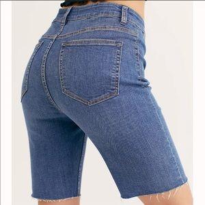 LAST CHANCE! Free People | Crvy Denim Shorts